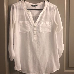 White quarter sleeve Express shirt 🌤